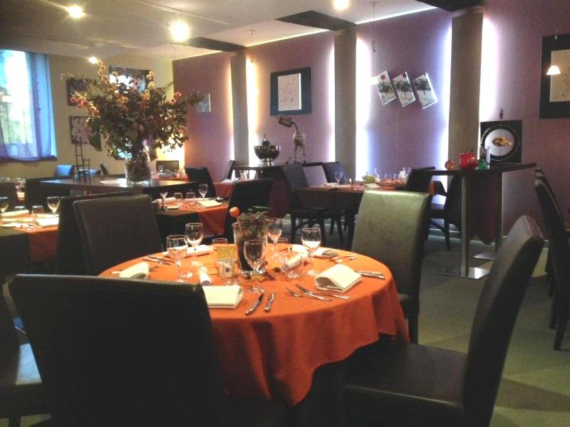 ambiance feutree et chaleureuse salle restaurant