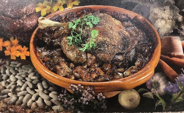 Le cassoulet traditionnel cuisiné dans sa poterie Not au Restaurant Au Fil de L'Eau de Montauban et cuisiné par Jean-François Pech